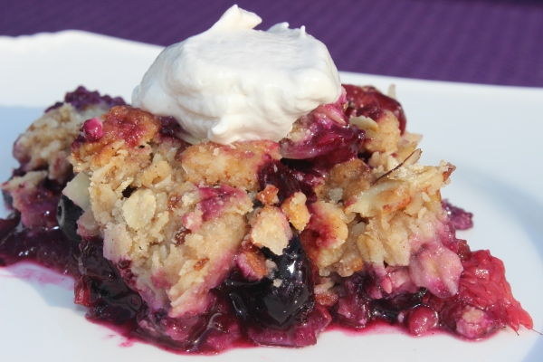Delicious Berry Peach Crumble
